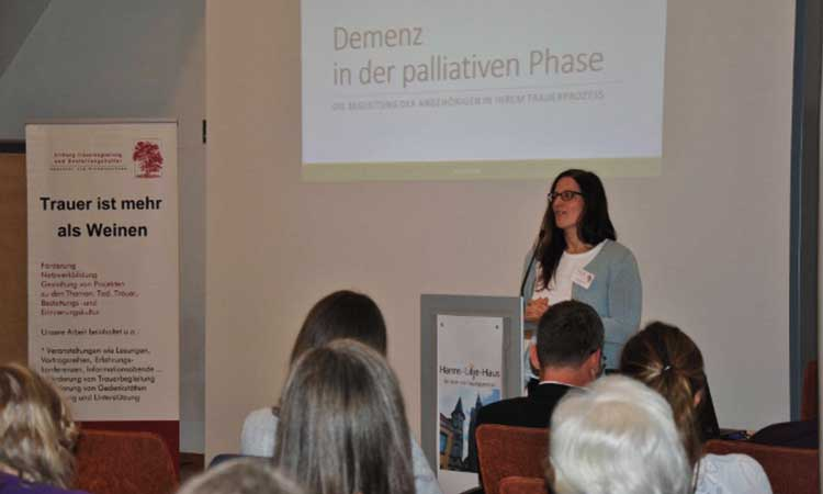 Referentin Maren Kirschner bei der Erfahrungskonferenz 2017.