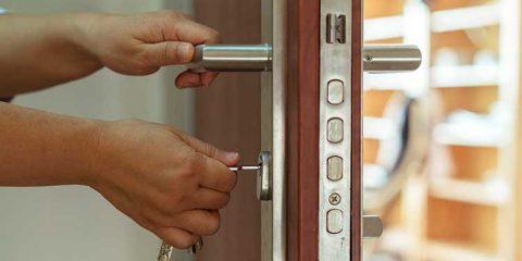 Haustür mit Sicherheitsschloss